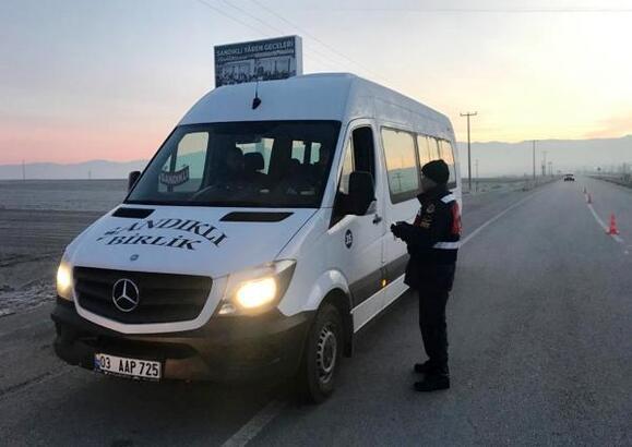Jandarma, öğrenci ve işçi servislerini denetledi