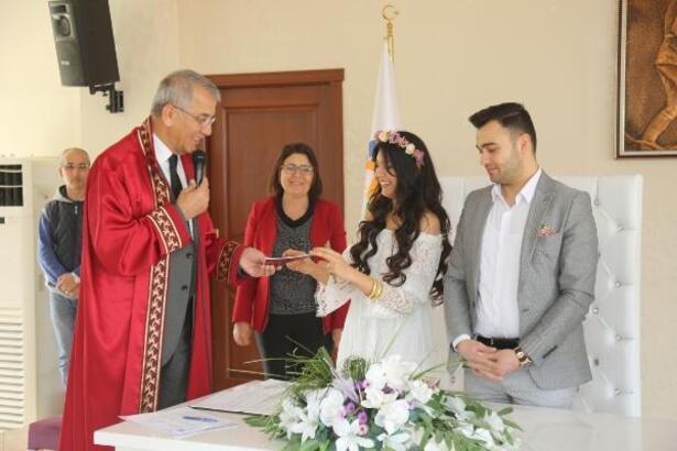 Sevgililer Günü'nde nikah kıydılar