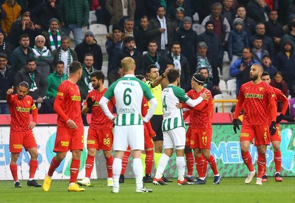 Göztepe'de Alpaslan Öztürk isyan etti! Kafası yarıldı...