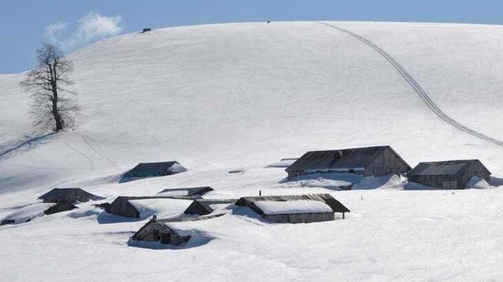 Düzce'de kar kalınlığı 2.5 metreye ulaştı!