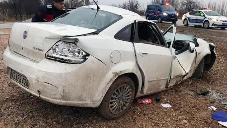 Takla atan otomobil, direğe çarptı! Yaralılar var