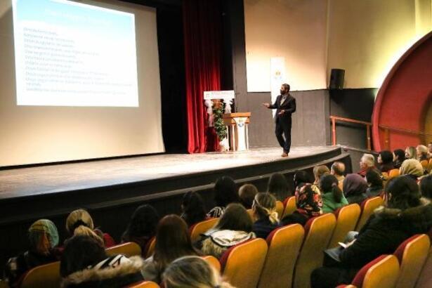 Adana'da çocuklar ve ebeveynler arası iletişim konferansı