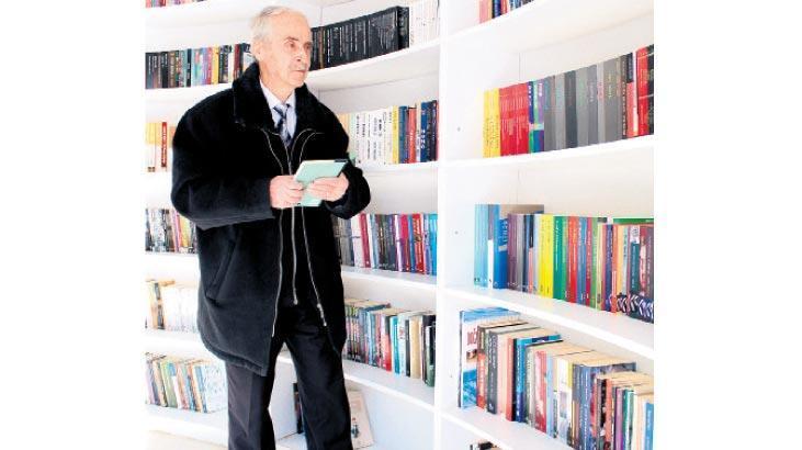 Denizli'nin 80 yaşındaki kitap kurdu