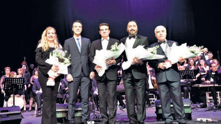 Bornova'da Zeki Müren şarkıları
