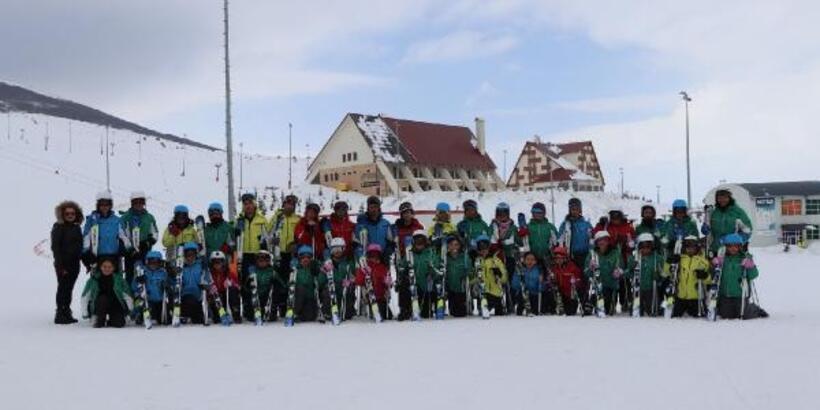 İmranlılı öğrenciler kayak öğreniyor