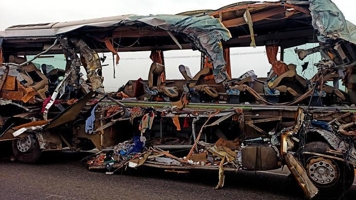 TIR otobüse çarptı