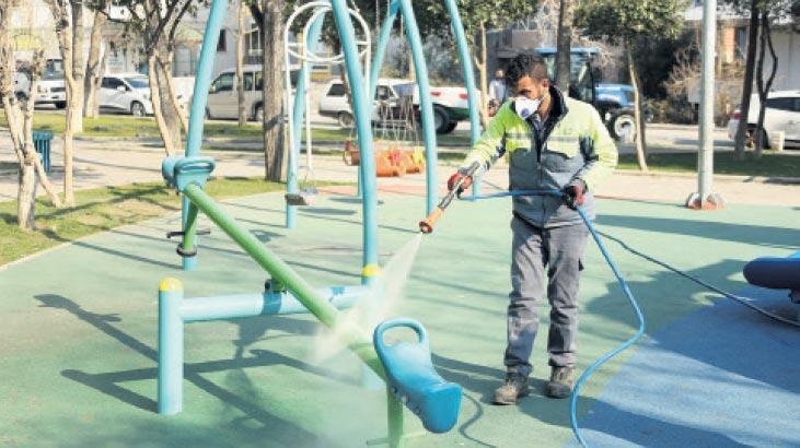 Çocuk oyun alanları dezenfekte ediliyor