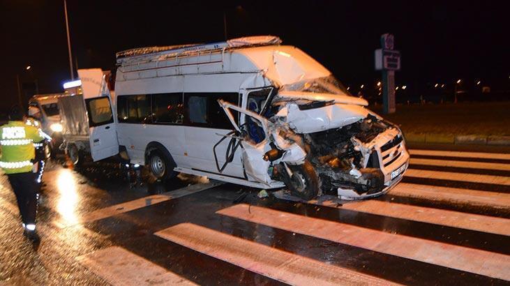Kamyonla minibüs çarpıştı: Çok sayıda yaralı var