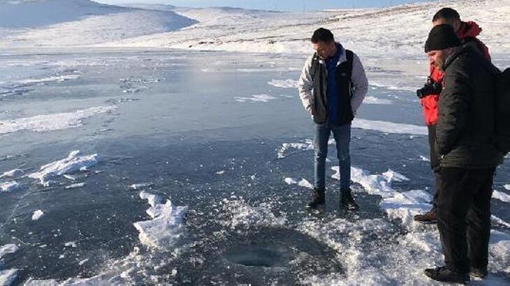 Aygır Gölü'nde buz tabakasının kırılma sesleri ürkütüyor!