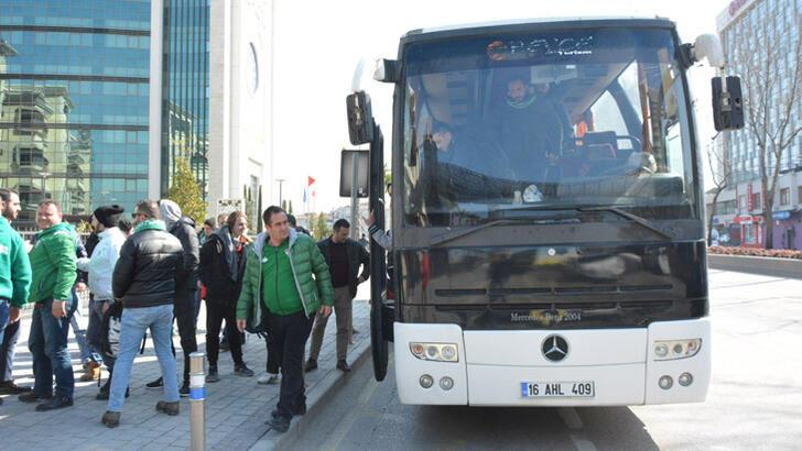 Bursaspor taraftarları kaza yaptıkları otobüsle geri döndü
