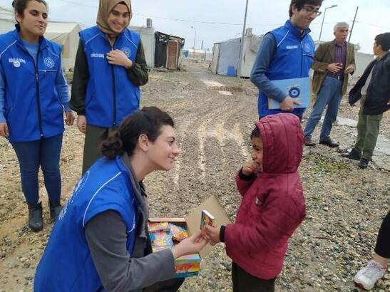 Adıyaman'da depremzede çocuklara oyuncak ve kırtasiye yardımı
