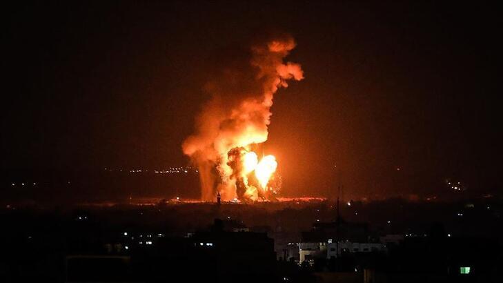 İsrail'den Gazze'de farklı noktalara hava saldırısı: 4 yaralı