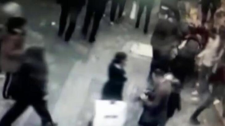 Çiçek alan kadının telefonunu çalan zanlılar tutuklandı!