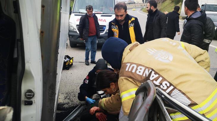Üsküdar TEM Bağlantı yolunda kamyonet TIR'a arkadan çarptı