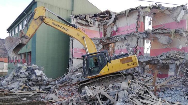 Elazığ'da 2 okulun daha yıkımına başlandı!