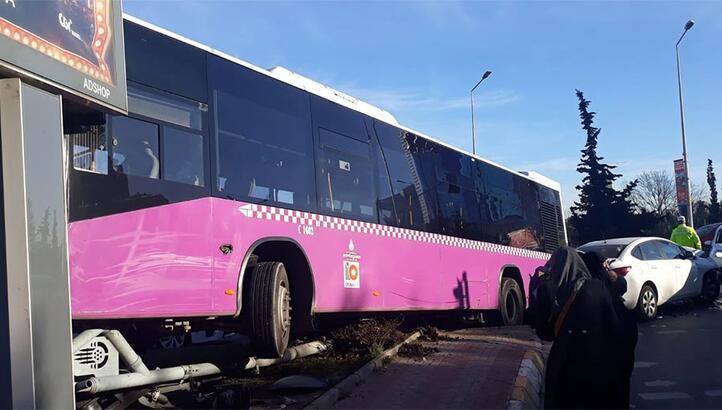 Son dakika... İstanbul'da korkutan kaza! İçi yolcu dolu otobüs otomobil ile çarpıştı