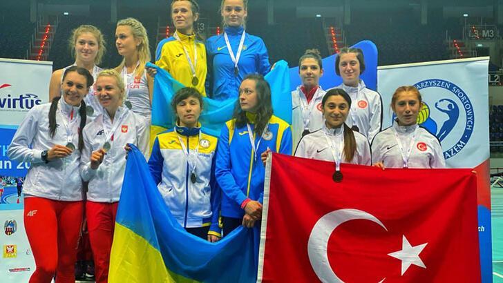 Özel sporcu Esra Bayrak, 60 metrede dünya şampiyonu oldu