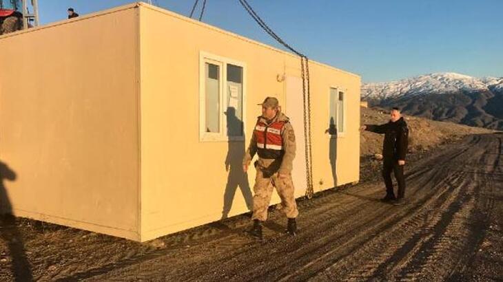 Elazığ'da konteynerler taşınmaya devam ediyor!