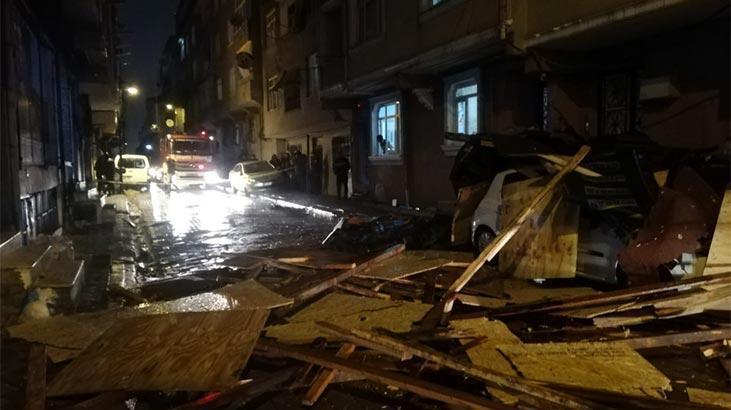 Yer: İstanbul! Binanın çatısı otomobilin üzerine uçtu