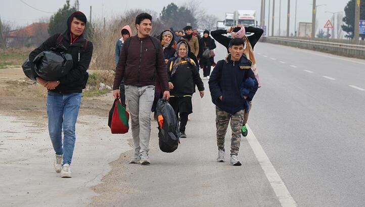 Mülteciler Kapıkule'ye yürüyor
