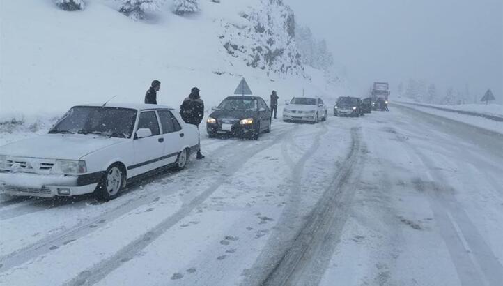 Sürücüler dikkat! Antalya- Konya yolunda kar yağışı