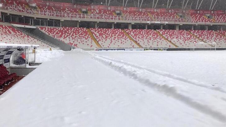 Galatasaray, Demir Grup Sivasspor maçının saatinin değişmesi için TFF'ye başvuruda bulundu