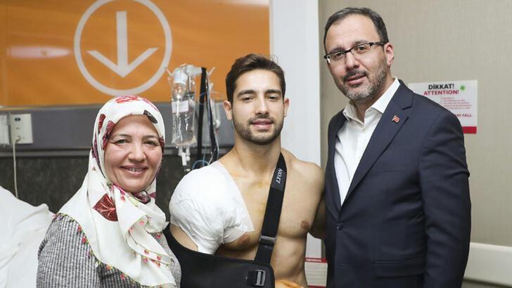Bakan Kasapoğlu'ndan İbrahim Çolak'a 'geçmiş olsun' ziyareti
