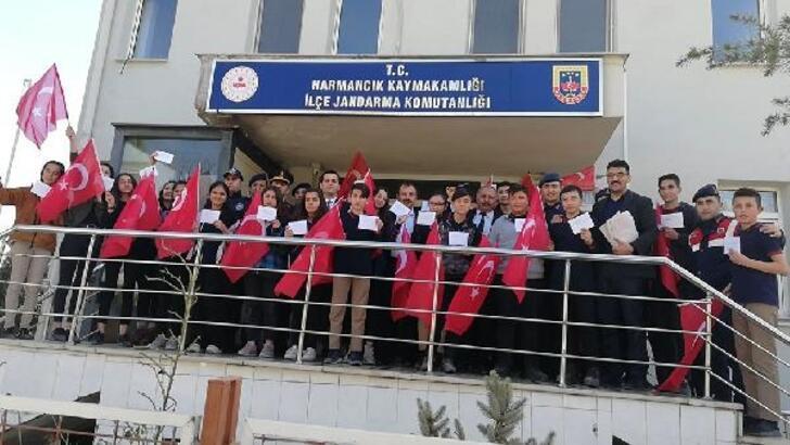 Lise öğrencilerinden, sınırdaki askerlere mektup