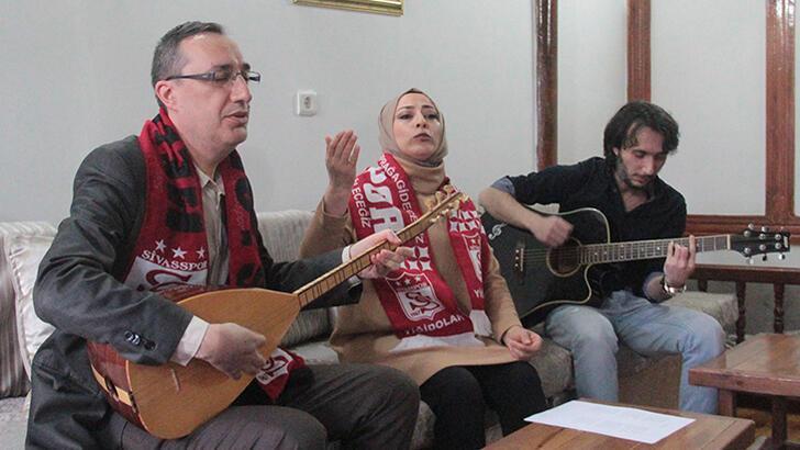 Ev hanımından Sivasspor'a şampiyonluk türküsü