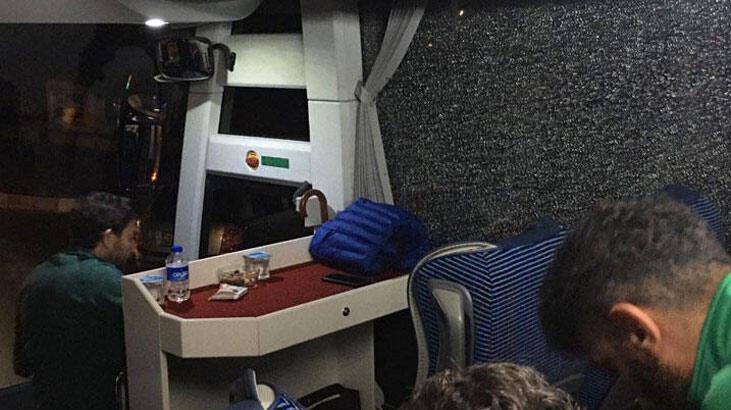 Alanyaspor'un otobüsüne çirkin saldırı! İşte son fotoğraflar...