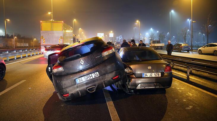 Avcılar'da polisten kaçan şüpheliler kaza yaptı!
