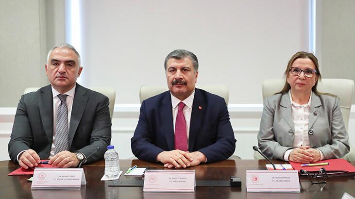 Üç bakanın katılımıyla yapılan Corona Virüs Bilim Kurulu toplantısı sürüyor