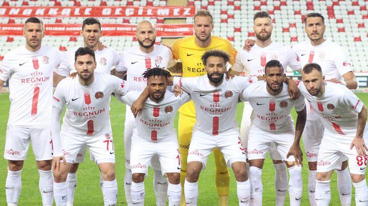 """Antalyaspor """"yenilmezlik"""" serisinde zirveyi zorluyor"""