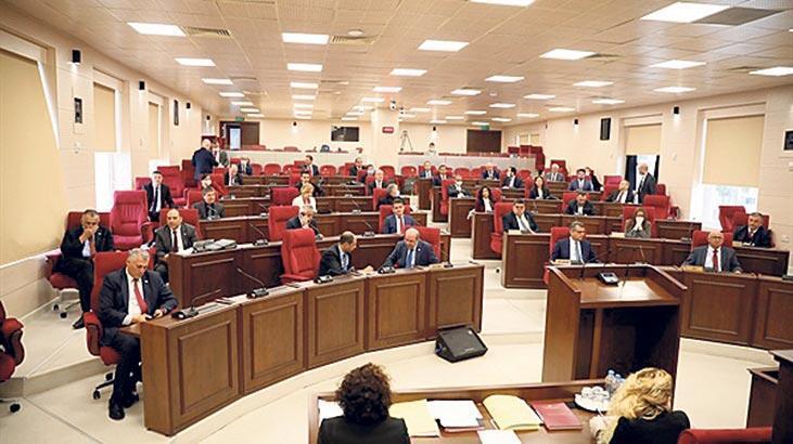 Meclis'te maske ve eldiven dağıtıldı