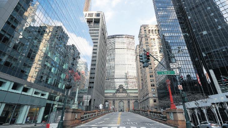 Vali Cuomo, salgın nedeniyle New York'ta bazı sokakları trafiğe kapatacak