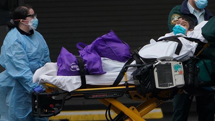 New York'ta hemşireler corona virüsten korunmak için çöp poşeti giydiler