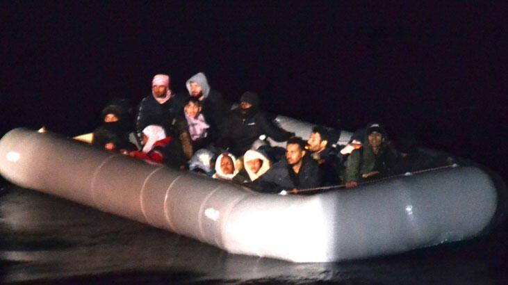 İzmir'de lastik botta sürüklenen 24 sığınmacı kurtarıldı!