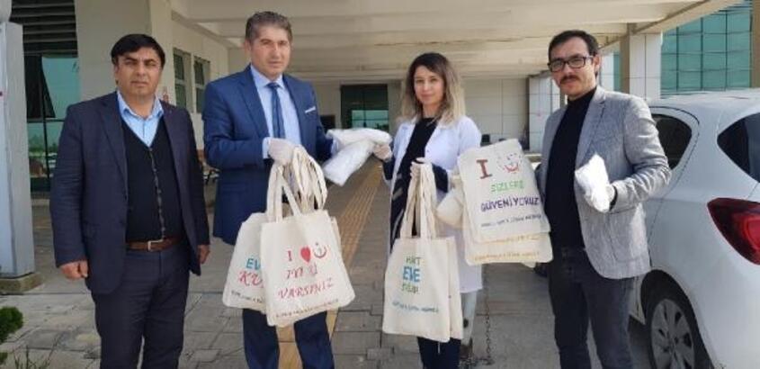 """Kumlu HEM'den sağlıkçılara 'iyi ki varsınız"""" yazılı pazar çantası"""