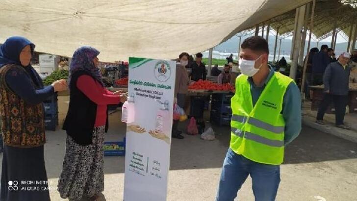 Semt pazarına giriş çıkışlarda dezenfekte uygulaması