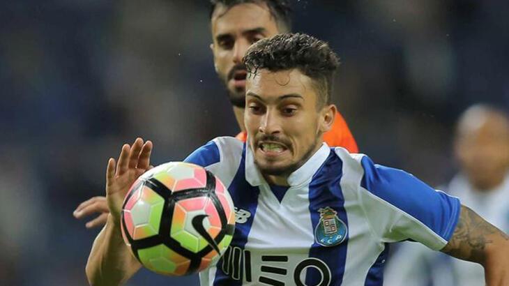 Barcelona, Alex Telles transferini takas yoluyla bitirmeyi planlıyor!