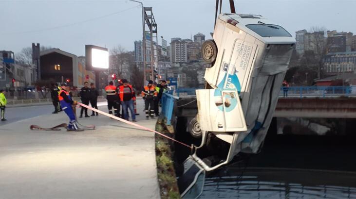Polisin 'dur' ihtarından kaçan 2 kişi su kanalına uçtu