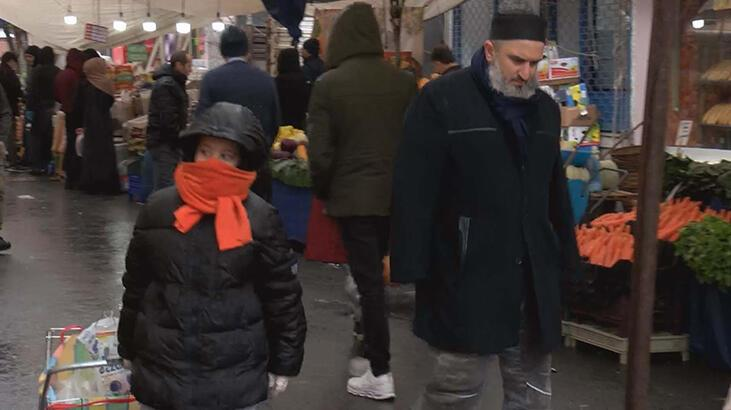 İstanbul'da karara uymayan bazı aileler pazara çocuklarıyla geldi