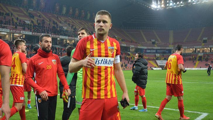 Artem Kravets futbolu özledi