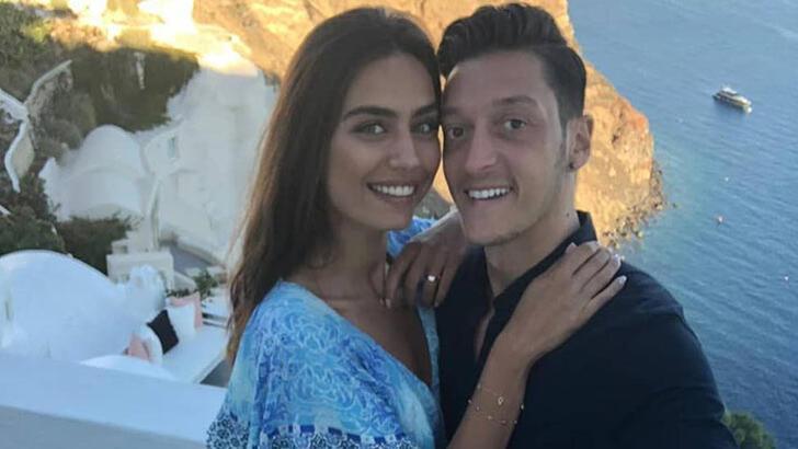 Mesut Özil ve Amine Gülşe'nin kızı doğdu!