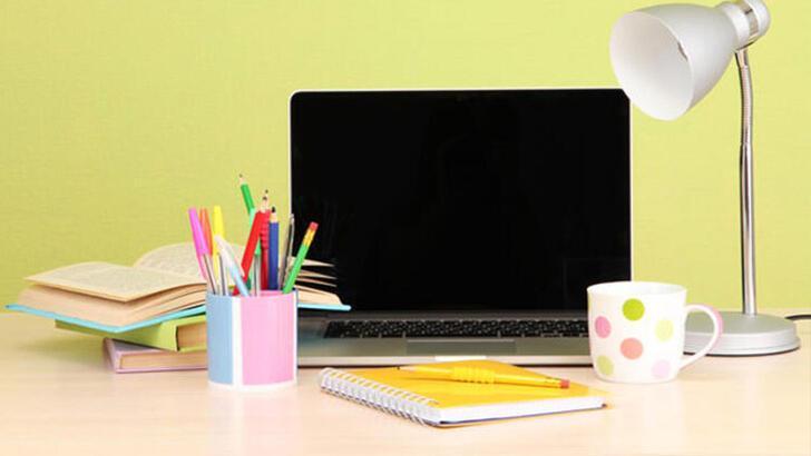 Çalışma masanızda asla bulundurmamanız gereken 6 şey