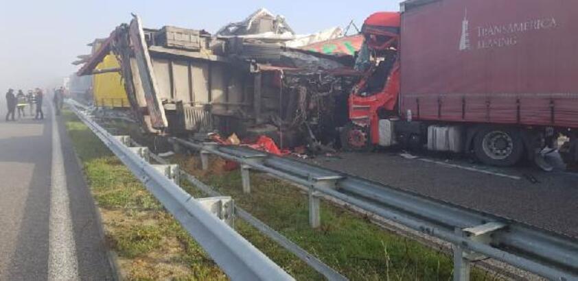 Son dakika! Bulgaristan'da TIR kuyruğunda zincirleme kaza: 2 ölü