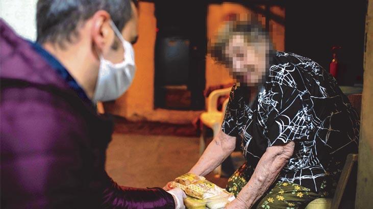 Kadıköy Belediyesi 7/24 yanınızda! Yaşlıların sıcak yemeği kapılarına kadar gidiyor
