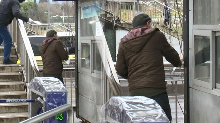 Toplu taşımada maske dağıtımı ikinci gün de devam etti