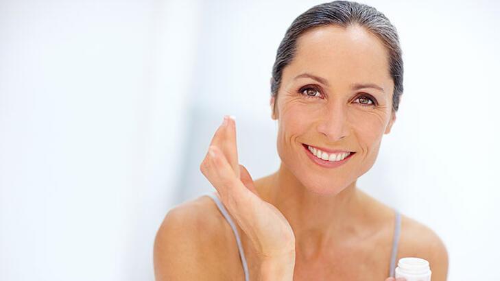 50'li yaşlarınız için en iyi cilt bakım rutini