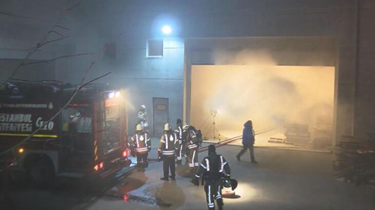 Esenyurt'ta mobilya fabrikasında yangın